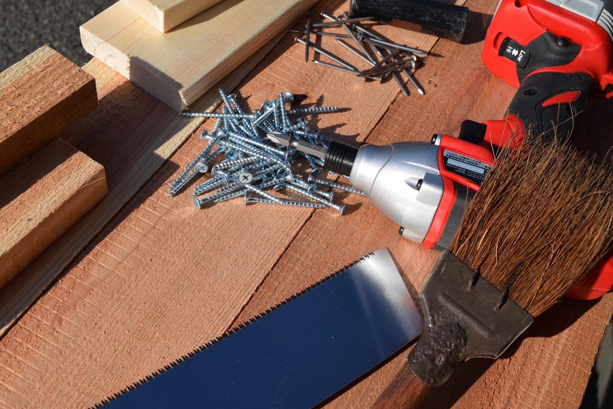 木螺子と大工道具
